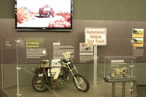 google无人汽车之后还有无人摩托车!